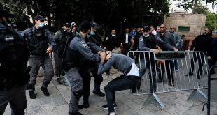 اعتداء قوات الاحتلال على المصلين أثناء صلاة العيد