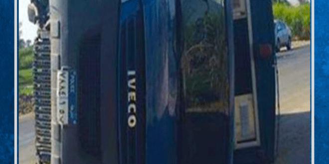 إصابة خمسة من الشرطة في حادث تصادم بين سيارة ترحيلات وأخري ملاكي بطريق بورسعيد دمياط